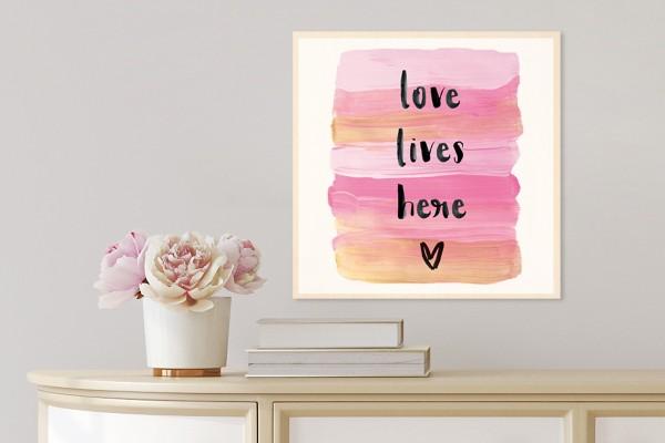 Ξύλινο πόστερ LOVE LIVES HERE